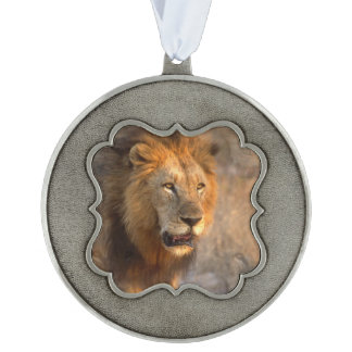 Rey de la selva adorno ondulado de peltre