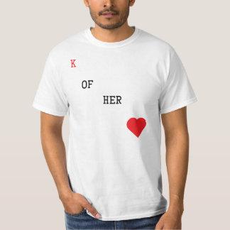 Rey de su camiseta del naipe del corazón