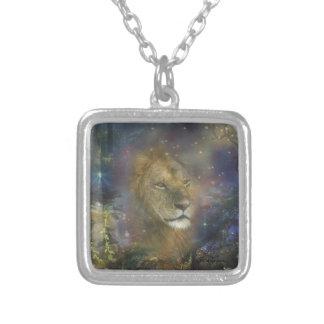 Rey del león de las bestias de la selva colgante cuadrado