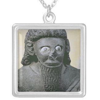 Rey Hadad, del palacio en Diga-Halaf, Siria Collar Plateado