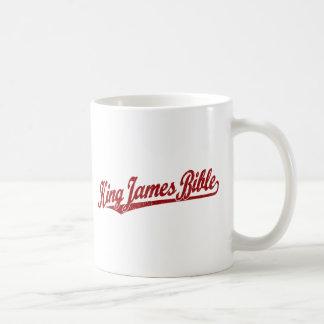 Rey James Bible Script Logo en el rojo apenado Taza De Café