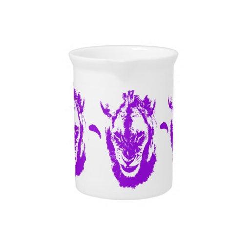 Rey púrpura del león jarra para bebida