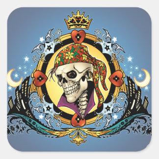 Rey Skull Pirate con los corazones por el Al Río Calcomanía Cuadrada