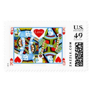 Rey y reina de corazones que casan naipes sellos postales