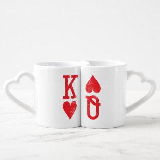 Rey y reina de los pares de los naipes de los tazas para enamorados