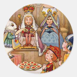 Rey y reina en el ensayo del bribón de corazones pegatina redonda