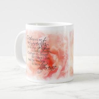 Rezo de la serenidad con la taza rosada del jumbo  taza jumbo