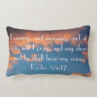 rezo del 55:17 del salmo del verso de la biblia cojín