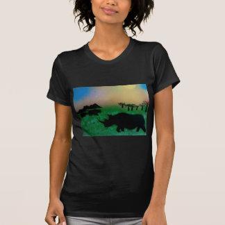 Rhinos en la puesta del sol camiseta