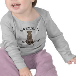 Rhodesian que se sienta Ridgeback con el texto Camiseta