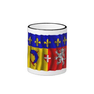 Rhône Alpes que agita la bandera Taza