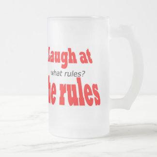 Ríase de las reglas taza de café