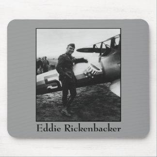 Rickenbacker que presenta con su avión tapetes de ratón