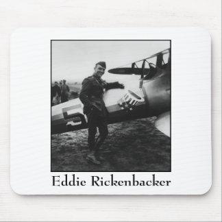Rickenbacker que presenta con su avión tapete de raton