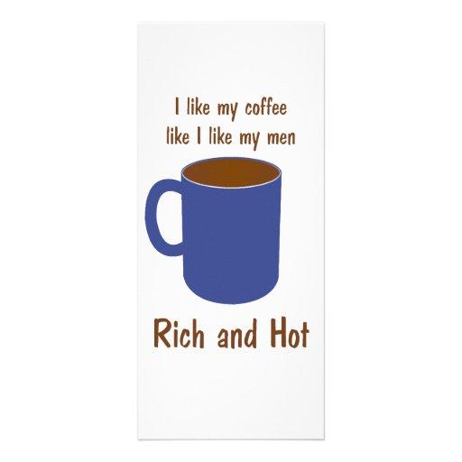 ¡Rico y caliente! El café tiene gusto de las camis Tarjeta Publicitaria A Todo Color