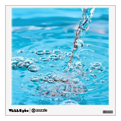 Riegue fluir en una piscina