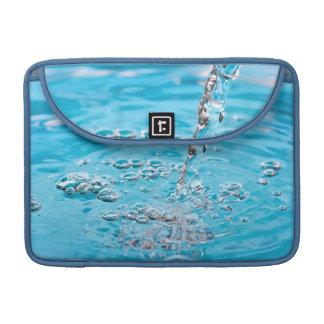 Riegue fluir en una piscina fundas macbook pro