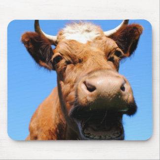 Riendo vaca mouse pads