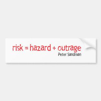 Riesgo = peligro + Pegatina del ultraje Etiqueta De Parachoque