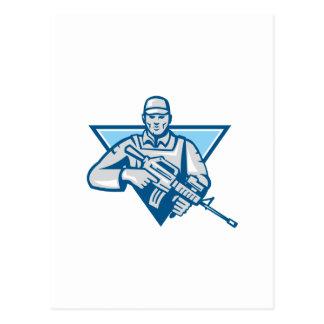 Rifle de asalto americano del soldado retro tarjeta postal
