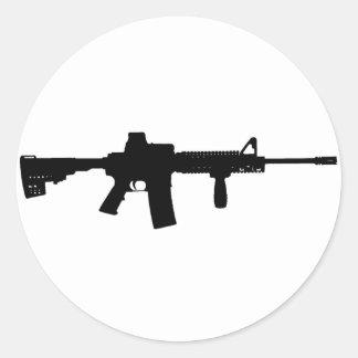 Rifle negro AR-15 del arte de Phil en línea Pegatina Redonda