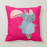 Rinoceronte del dibujo animado con el paraguas en  almohada