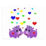 Rinoceronte lindo GLBT del corazón del arco iris Postal