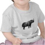 Rinoceronte sospechado rojo camiseta