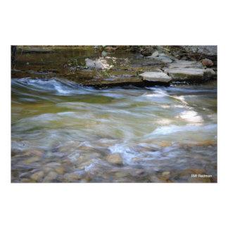 Río corriente fotografia