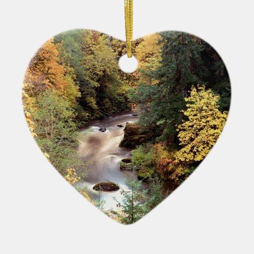 Río de Coquille del color del otoño del árbol Adorno De Cerámica En Forma De Corazón