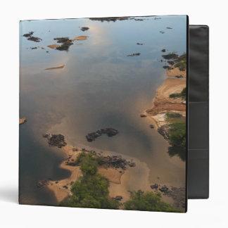 Río de Essequibo, el río más largo en Guyana, y 2