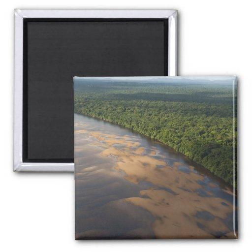 Río de Essequibo, el río más largo en Guyana, y 3 Imán Cuadrado