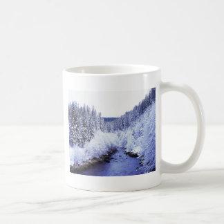 """""""Río de McKenzie en invierno """" Tazas"""