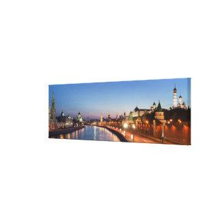 Río de Moscú en la oscuridad Impresión En Lienzo