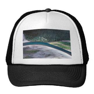 Río de Noatak sobre el pueblo - visión aérea Gorras De Camionero