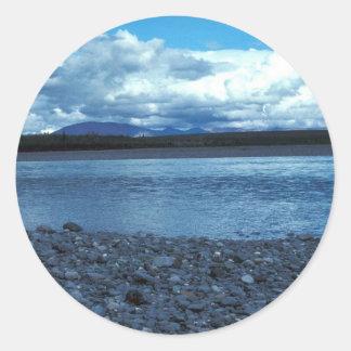 Río de Noatak sobre el río de Kelley Pegatina Redonda