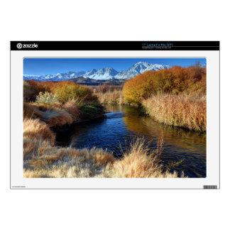 Río de Owens y montañas de Sierra Nevada del este Calcomanías Para 43,2cm Portátiles