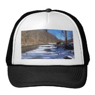 Río del invierno gorro