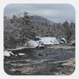 Río del invierno pegatina cuadrada