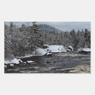 Río del invierno pegatina rectangular