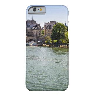 Río el Sena Ile De La Cite en la fotografía de Funda Barely There iPhone 6