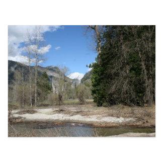 Río escénico de Merced en el parque de Yosemite Tarjetas Postales