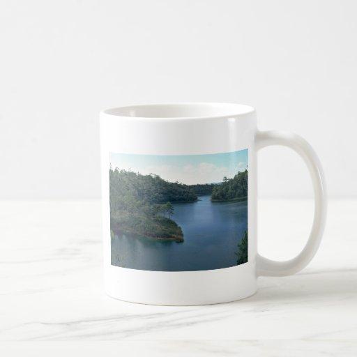 Río estirado taza