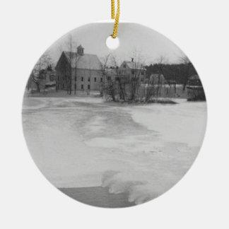Río helado en el navidad ornamentos de reyes magos