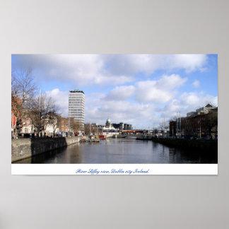 Río Liffey y ciudad Irlanda de Pasillo Dublín de l Poster
