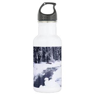 Río Nevado del invierno de la naturaleza