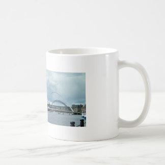 Río Newcastle Tyne Taza Básica Blanca