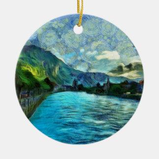 Río que corre a través de Interlaken Adorno Navideño Redondo De Cerámica
