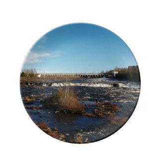 Río que fluye platos de cerámica