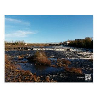 Río que fluye tarjetas postales